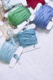 Pile des bobines colorées d'amorçage Image libre de droits