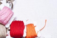 Pile des bobines colorées de l'amorçage Photo libre de droits