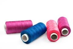 Pile des bobines colorées de l'amorçage de lurex Image libre de droits