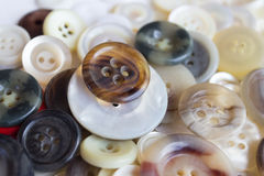 Pile des boutons colorés Image libre de droits