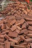 Pile des briques rouges Photo stock