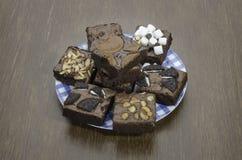 Pile des 'brownie' délicieux de chocolat Photographie stock libre de droits