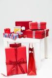 Pile des cadeaux et des sacs de Noël Image libre de droits