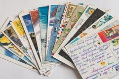 Pile des cartes postales écrites Photographie stock