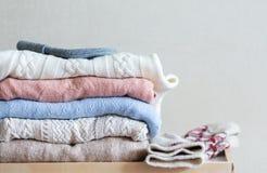 Pile des chandails des tricots photo libre de droits