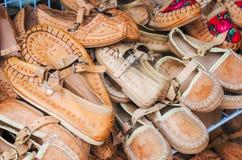 Pile des chaussures en cuir d'enfants mignons Photographie stock