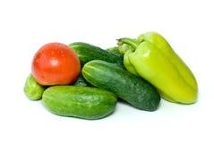 Pile des concombres, du poivron doux et de la tomate Photographie stock libre de droits