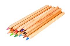 Pile des crayons colorés sur le blanc Images libres de droits