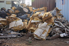 Pile des déchets/déchets de Breakering de bateau dans le bateau de Darukhana cassant la cour photos stock