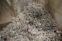 Pile des déchets mélangés au stockage de dumpsite Photographie stock