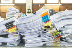Pile des documents avec coloré Images libres de droits