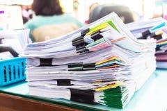 Pile des documents avec coloré Photographie stock