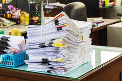 Pile des documents non finis Photo stock