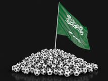 Pile des football du football et de drapeau de l'Arabie Saoudite Photo stock