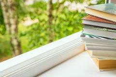 Pile des livres concept de l'étude, autodéveloppement, éducation, lisant Photos stock