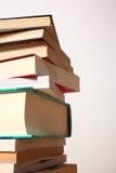 Pile des livres d'isolement Image stock