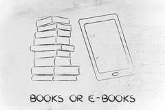 Pile des livres et du dispositif de comprimé, tradition contre l'innovation Photographie stock