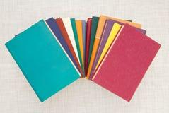 Pile des livres multicolores, groupe de livres multicolores, tas o Images stock