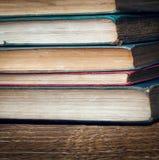 Pile des livres très vieux Photos libres de droits