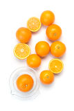 Pile des oranges sur le blanc photos stock