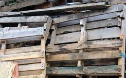 Pile des palettes en bois Photographie stock libre de droits