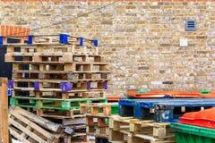 Pile des palettes en bois Image libre de droits