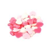 Pile des perles en forme de coeur d'isolement Image libre de droits
