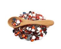 Pile des perles en forme de coeur multiples d'isolement Photo stock