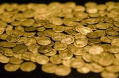 Pile des pièces d'or antiques Images stock