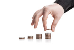 pile des pièces de monnaie et de la main humaine photographie stock libre de droits