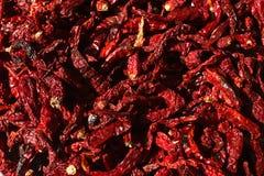 Pile des poivrons de piment rouge secs fond, vue supérieure Photographie stock libre de droits