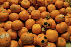 Pile des potirons Halloween heureux Photo stock