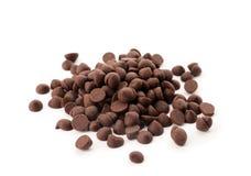 Pile des puces de chocolat foncées délicieuses images libres de droits