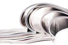 Pile des revues avec les pages de dépliement Photo stock