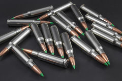 Pile des ronds ballistiques de fusil d'astuce Images stock