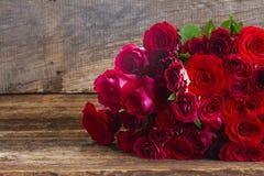 Pile des roses rouges Photographie stock libre de droits