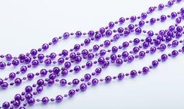 Pile des sphères violettes de perle de decorational Image stock