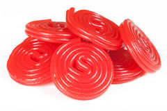 Pile des spirales rouges de réglisse Image stock