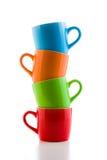 Pile des tasses en céramique colorées Photo libre de droits
