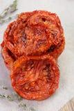 Pile des tomates sèches Photographie stock