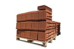 Pile des tuiles de toiture emballées. image stock
