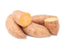 Pile des usines de patate douce d'isolement Photographie stock libre de droits