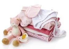 Pile des vêtements roses de bébé photos stock