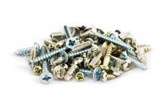 Pile des vis en métal sur le blanc Photo stock