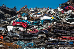 Pile des voitures d'occasion, yard de chute de voiture Image stock