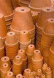 Pile di flowerpots Immagini Stock