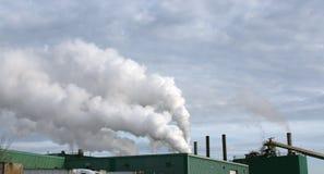 Pile di fumo della fabbrica fotografie stock