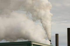 Pile di fumo della fabbrica fotografia stock libera da diritti