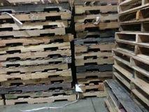 Pile di legno del pallet immagine stock libera da diritti