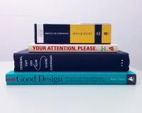 Pile di libri su una tavola Fotografia Stock
